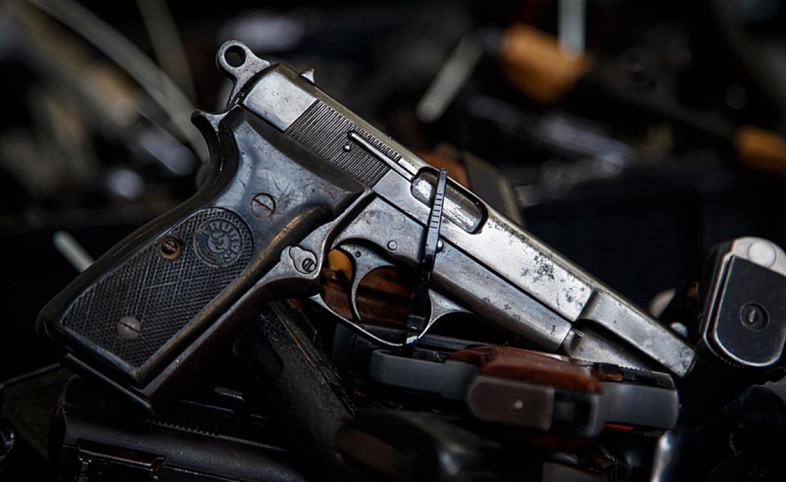 Sob Bolsonaro, número de armas de fogo nas mãos de civis duplica; 78% das vítimas são negras