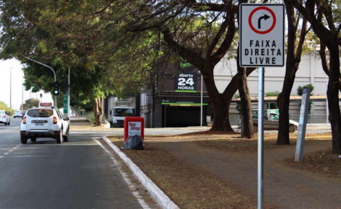Conversão à direita será livre mesmo com semáforo vermelho