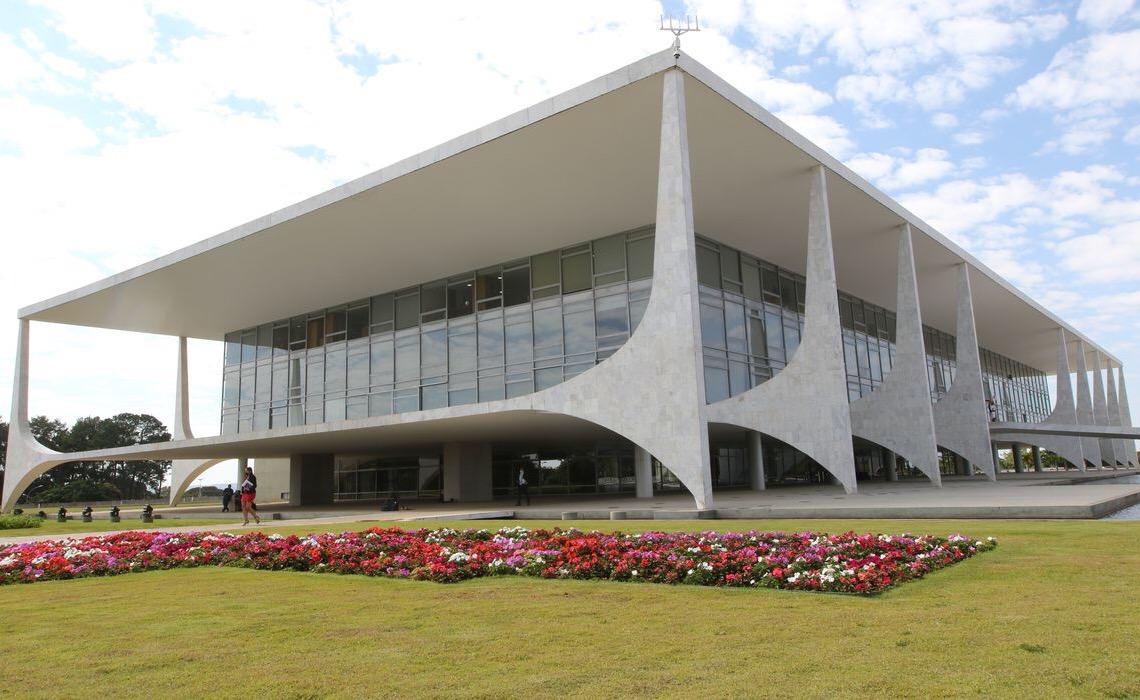 Presidente Jair Bolsonaro veta projeto que obriga cobertura de tratamento de câncer