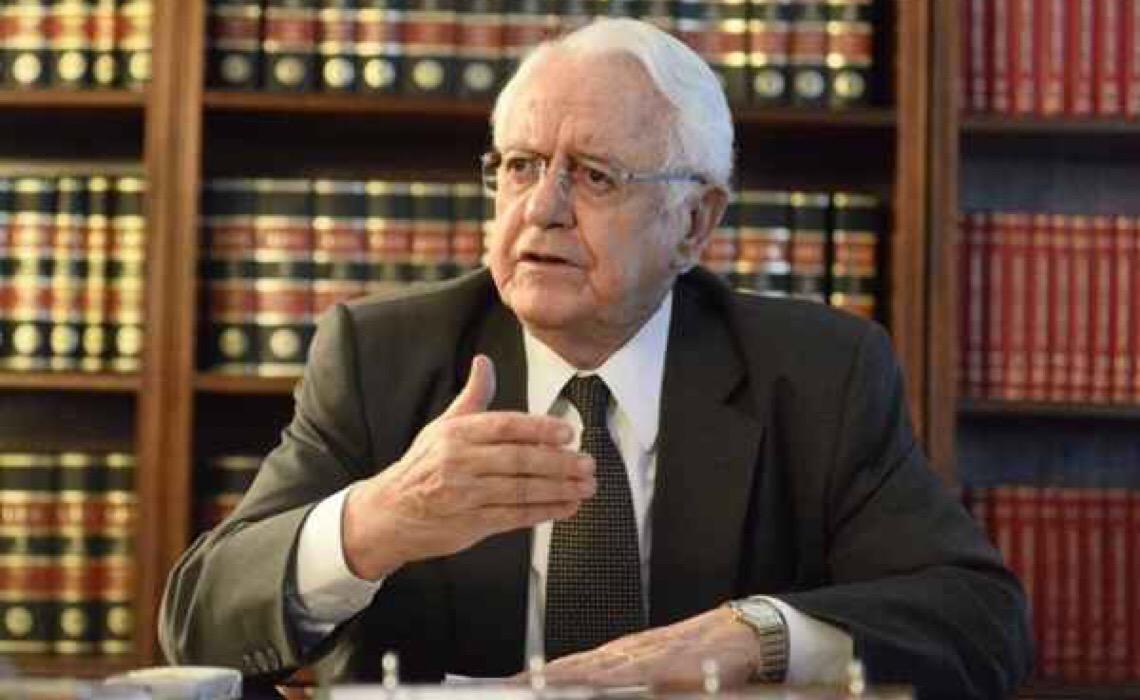Carlos Velloso, ex-presidente do Supremo, ironiza os detratores da urna eletrônica