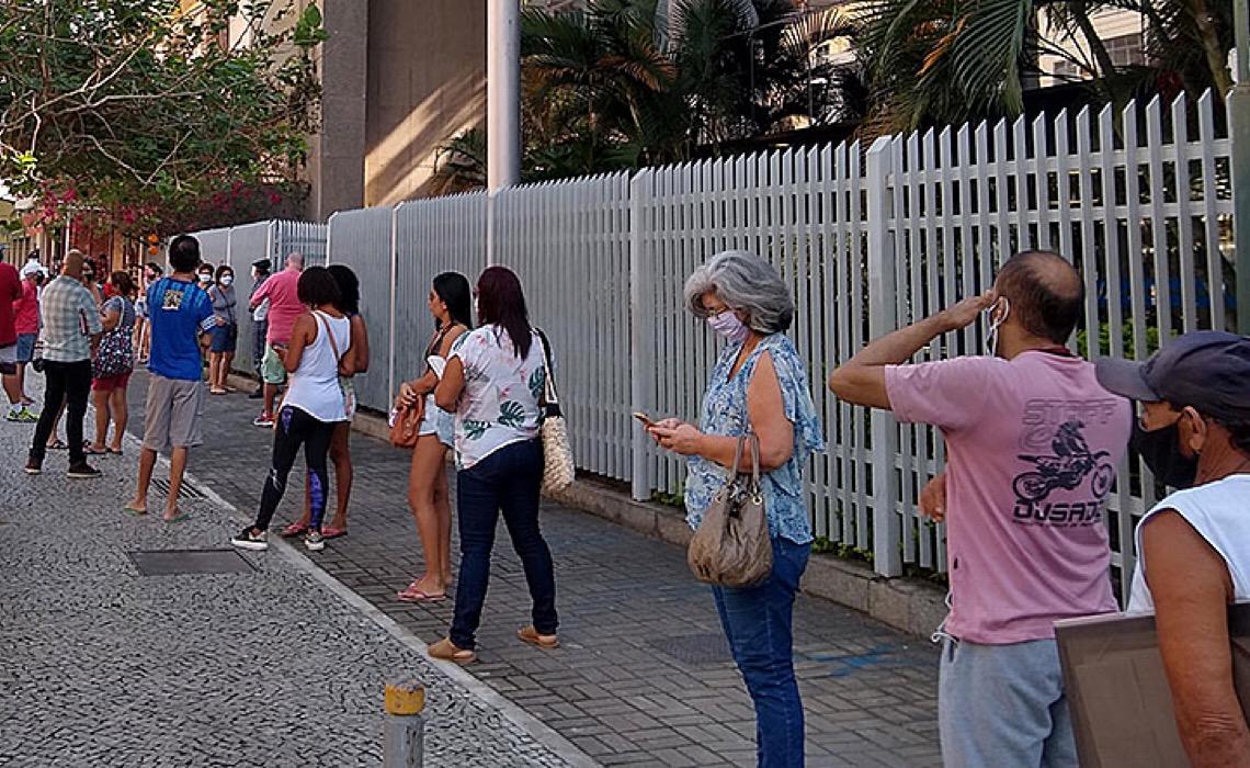 Quase 6 milhões de brasileiros desistiram de procurar emprego