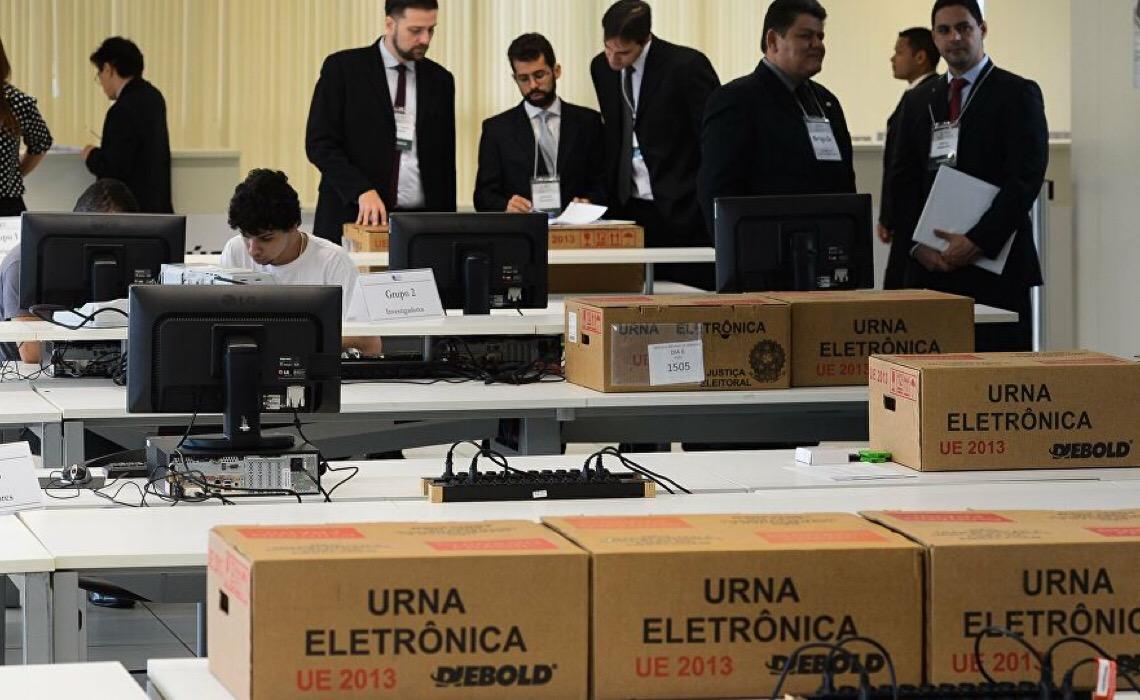 Em dia de atos pedindo voto impresso, TSE reforça segurança das urnas