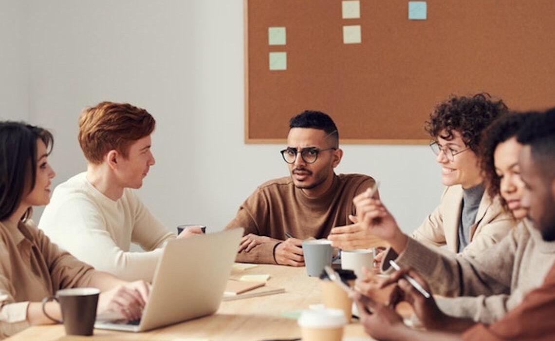 O papel social de empresas do segundo setor na educação de jovens de baixo poder aquisitivo