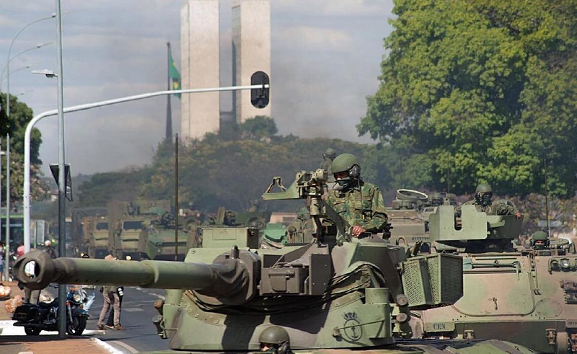 Quando faltam argumentos, sobram tanques de guerra