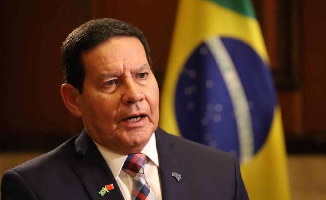 Prisão de Roberto Jefferson e encontro secreto de Mourão com Barroso