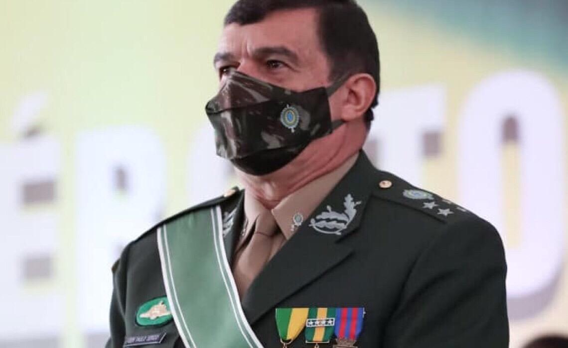 Comandante do Exército diz que Alto Comando não aceita 'interferência política'