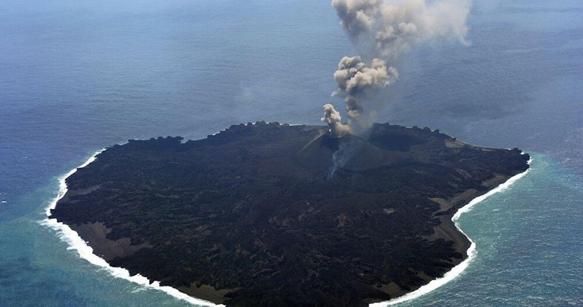 Erupção vulcânica cria nova ilha no Japão