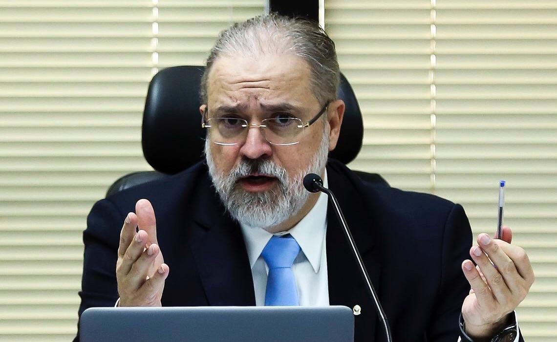 Presidente do Senado quer prolongar aparelhamento da PGR por Bolsonaro