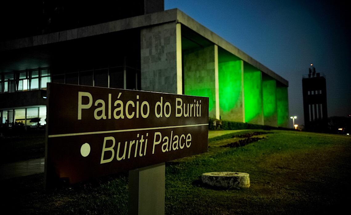 Palácio do Buriti é iluminado com a cor da Primeira Infância