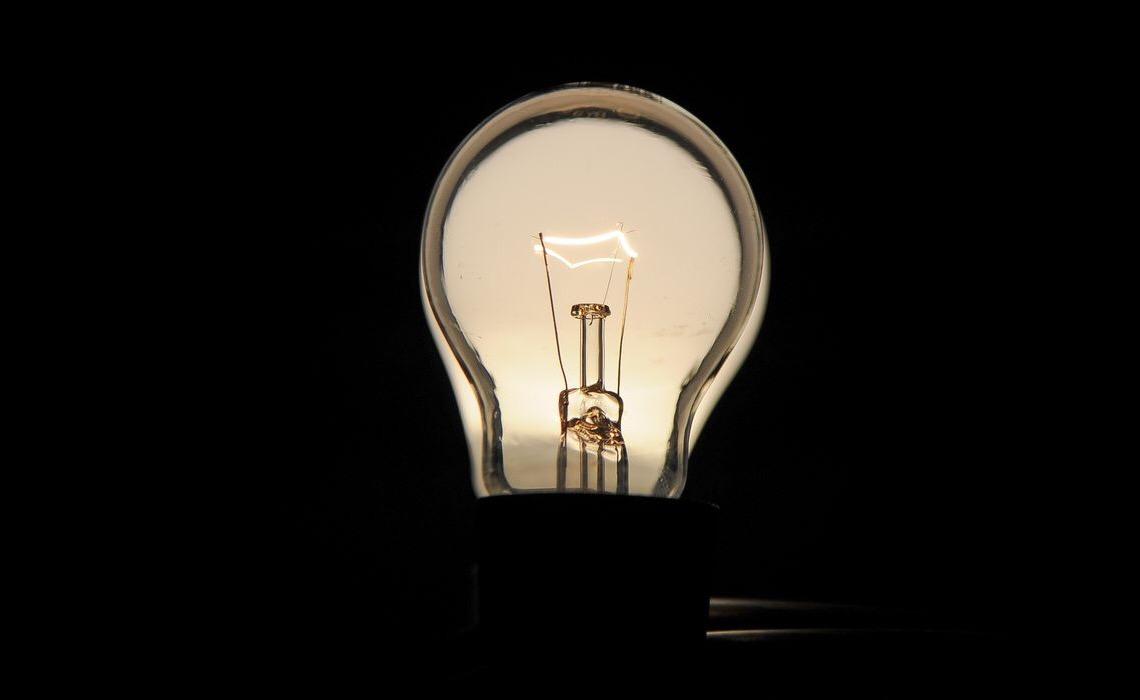 Por que a conta aumenta? Como funciona nova bandeira tarifária de luz