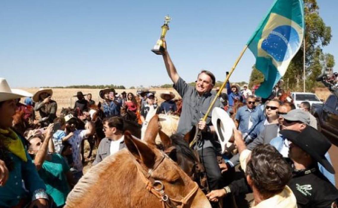 Bolsonaro evoca cena histórica exatamente como Hugo Chávez