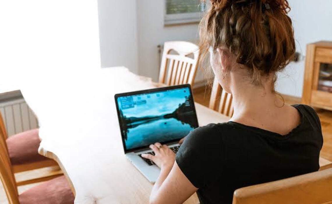 Estudos apontam que escolha da roupa para home office pode impactar a produtividade e autoestima
