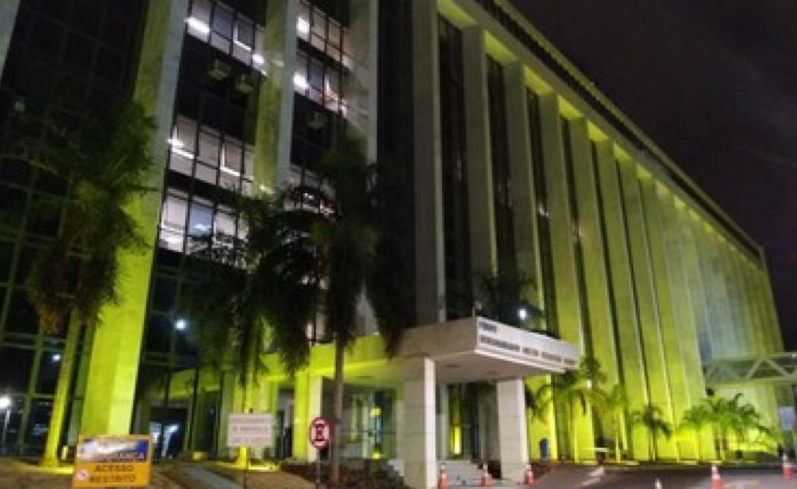 Tribunal de Justiça do DF apoia campanha de prevenção ao suicídio e se ilumina de amarelo