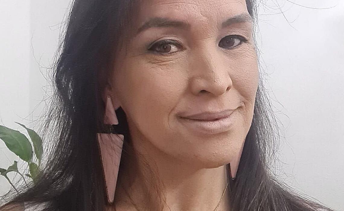 """Primeira ouvidora trans eleita no PR: """"Quero dar visibilidade à população da qual faço parte"""""""