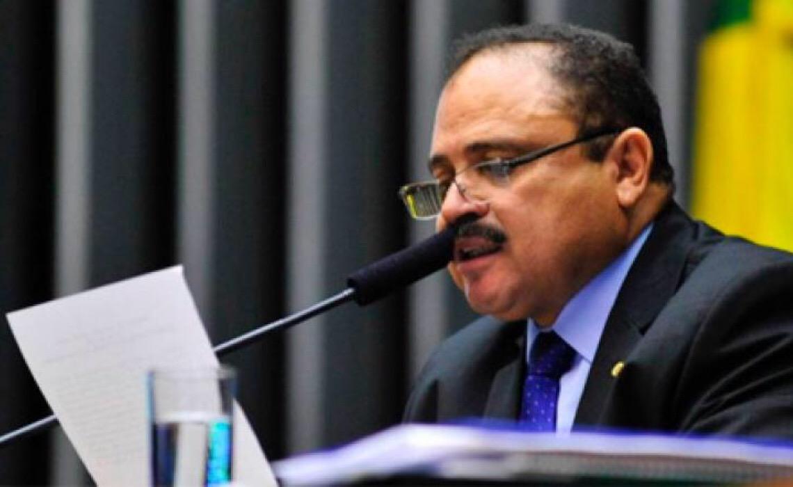 """Para ser uma nação democrática e justa, Brasil precisa adotar o """"analfabetismo zero"""""""