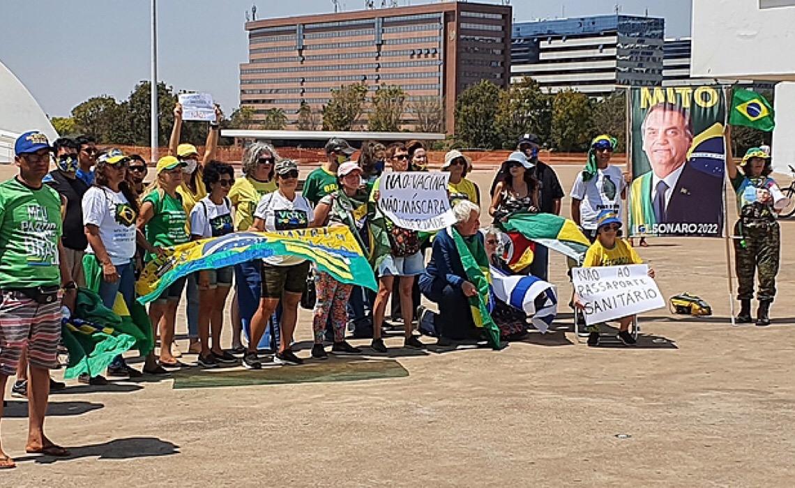 Manifestação pró-governo Bolsonaro reúne menos de 40 pessoas na Esplanada