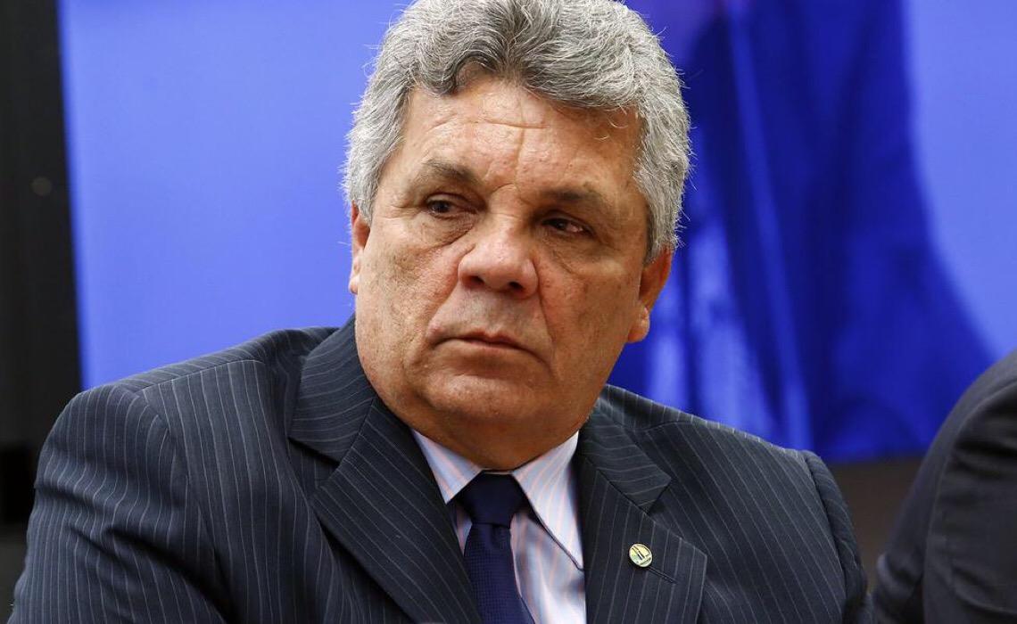 Fraga se afasta de Bolsonaro; 'não entendo a falta de sensibilidade dele em relação à morte das pessoas'