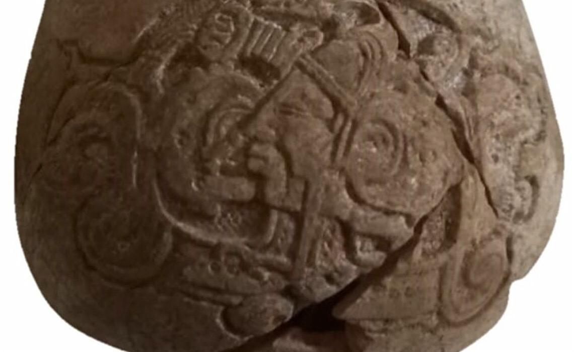 Descoberto no México vaso milenar com texto hieroglífico maia