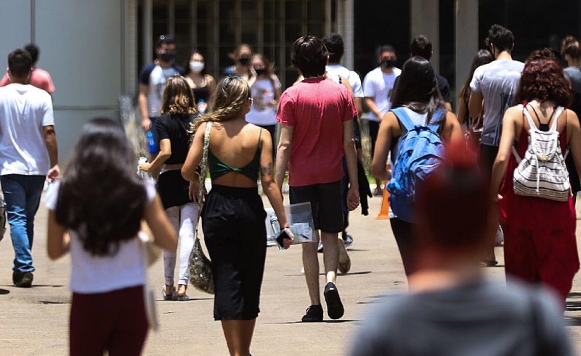 Uso de álcool aumenta entre adolescentes no Brasil; pandemia pode agravar a situação