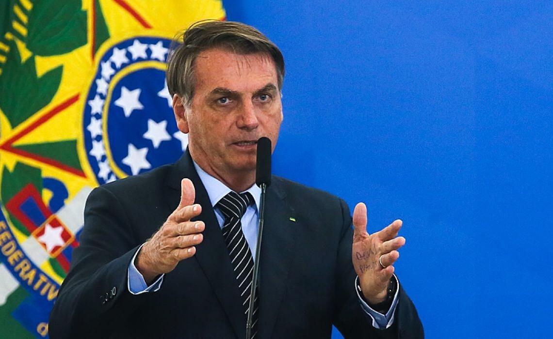 Sem vacina, Bolsonaro dá vexame em Nova York e é obrigado a comer pizza na rua