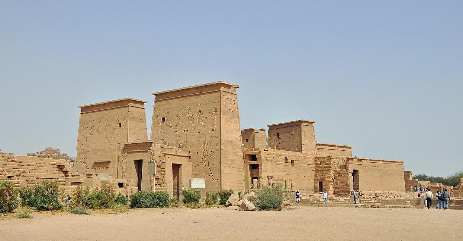 Ferramentas de rituais antigos são descobertas em local faraônico no norte do Egito