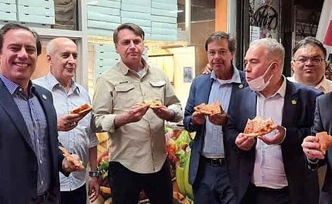 Delegação com covid, pizza na rua, ato em hotel: em 48h, Bolsonaro é notícia 4 vezes em NY