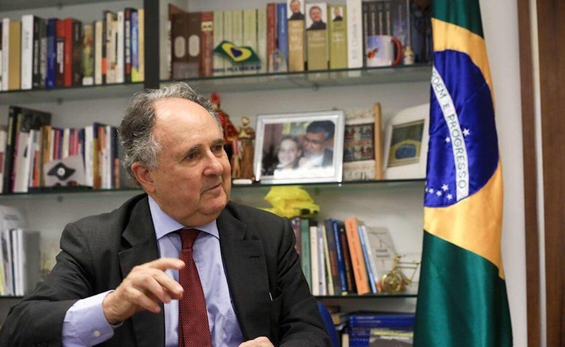 Cristovam pede VAR para contraditar afirmações de Hélio Doyle sobre sua demissão