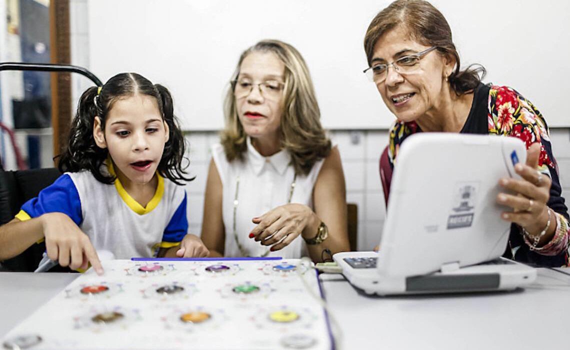 No Recife professores denunciam demora na aprovação da aposentadoria