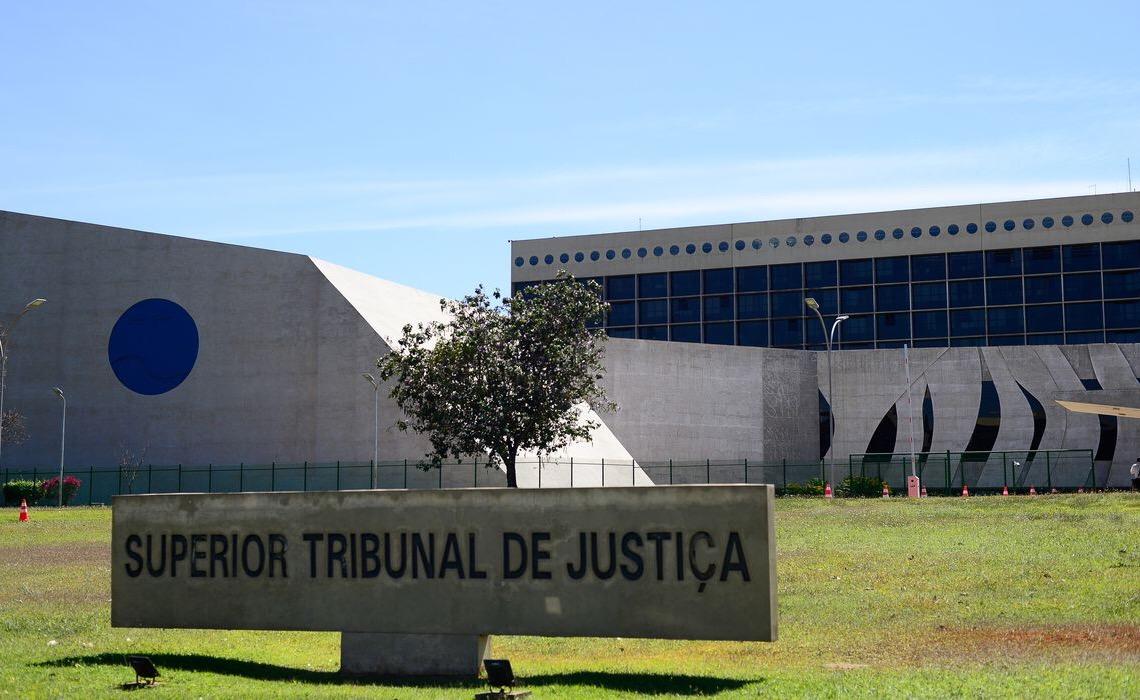 STJ firma entendimento; ter item de cultivo de maconha para uso pessoal não é crime