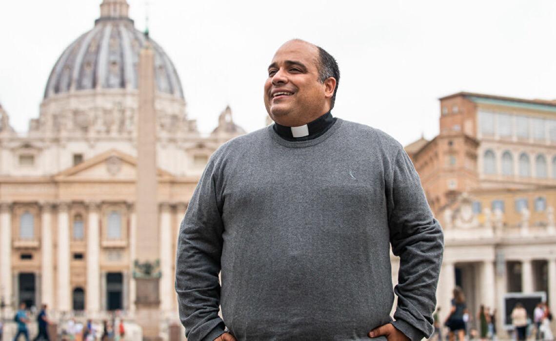 Padre Omar lança Cachaça Redentor e revela atrações dos 90 anos do Cristo