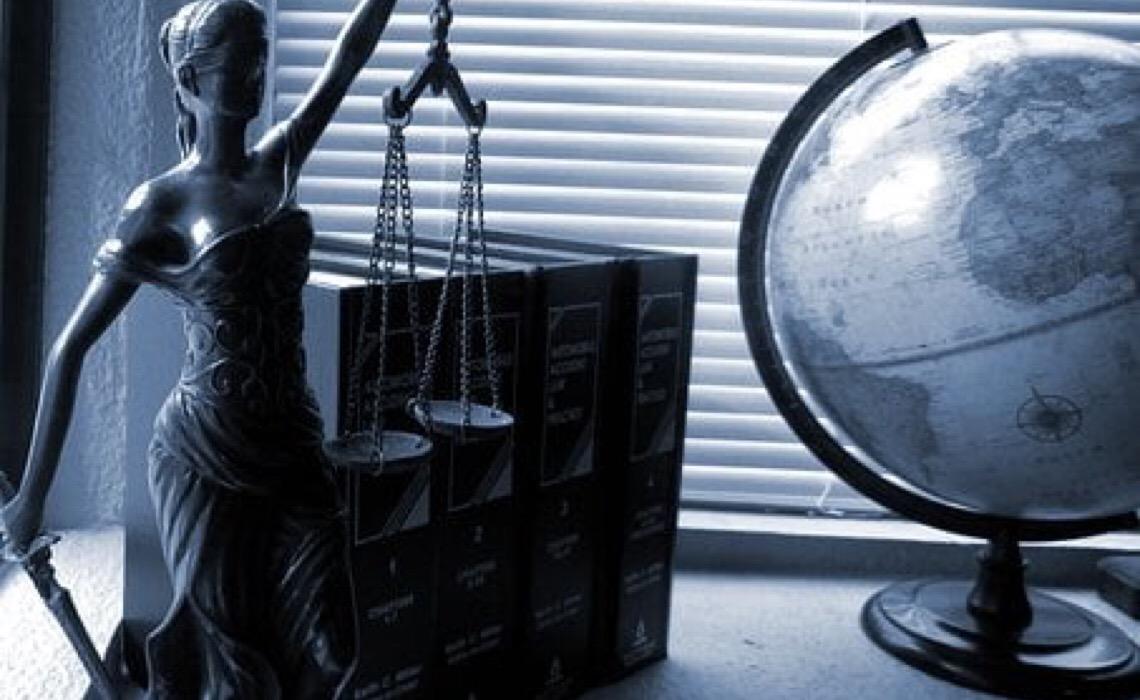 Juiz nega auxílio a criança deficiente, para não deixar a família