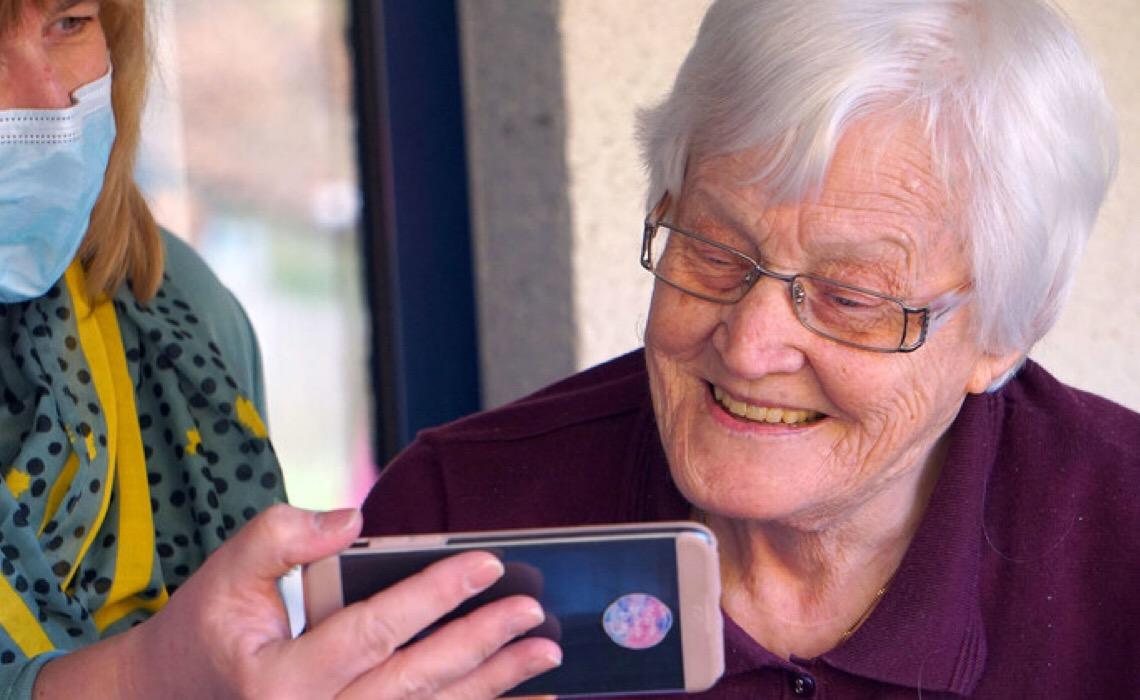 ONU defende inclusão digital dos idosos e combate a estereótipos