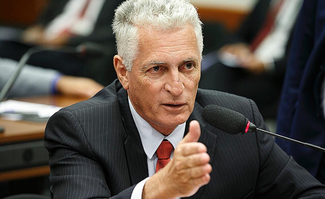 """""""Cada deputado precisa ser pressionado para que vote contra a PEC 32"""", defende Rogério Correia"""