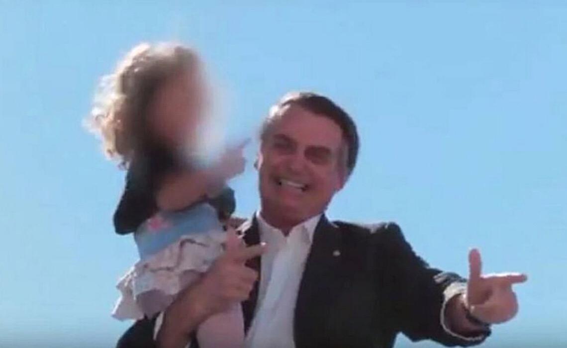 """5 vezes em que Bolsonaro fez apologia à violência usando crianças: """"ECA tem que ser rasgado"""