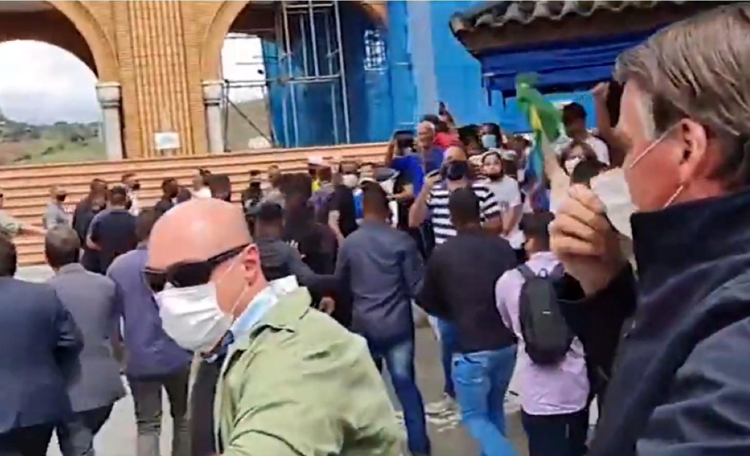 Em vídeo: Bolsonaro é vaiado em Aparecida: