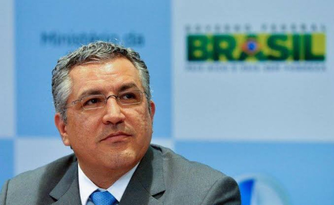 Ex-ministro da Saúde de Dilma pede ao TCU que investigue presidente do CFM