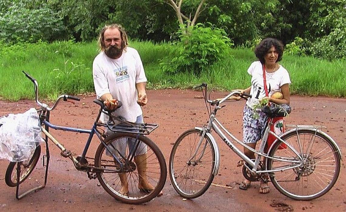 Por que um casal viajou mais de 10 mil quilômetros de bicicleta em busca de sementes?