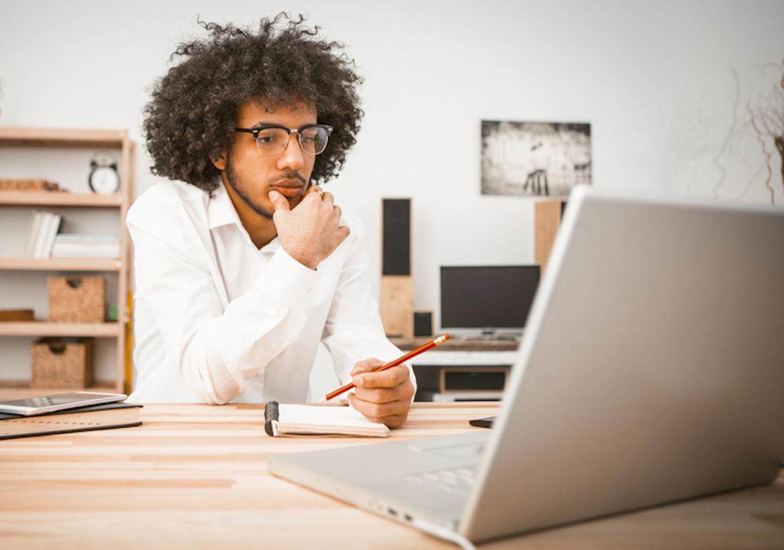 Rede de hamburguerias seleciona universitários para programa de trainee