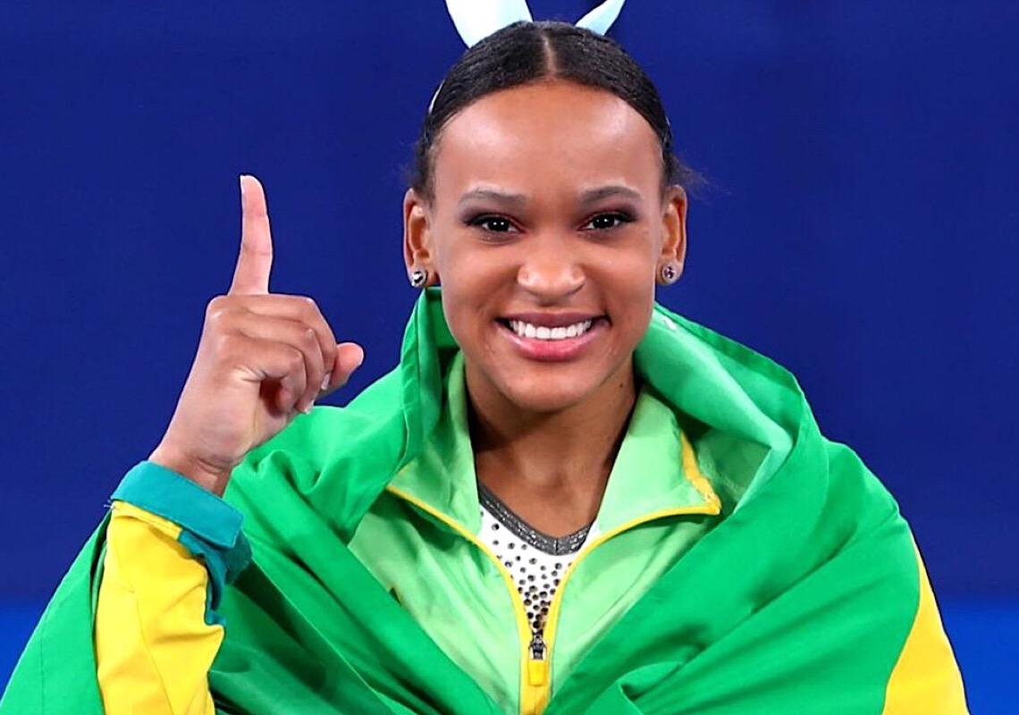 Com medalhas de ouro e prata, Rebeca Andrade faz história no Mundial de Ginástica