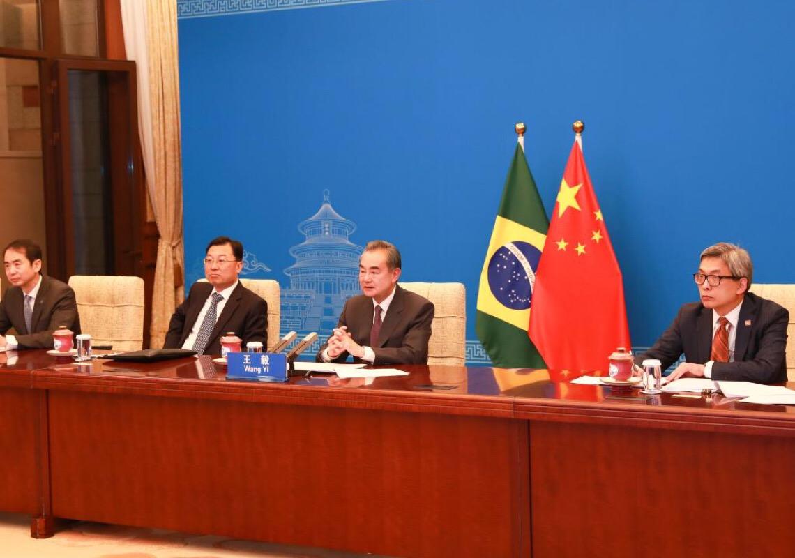 Chanceleres da China e do Brasil realizam videoconferência