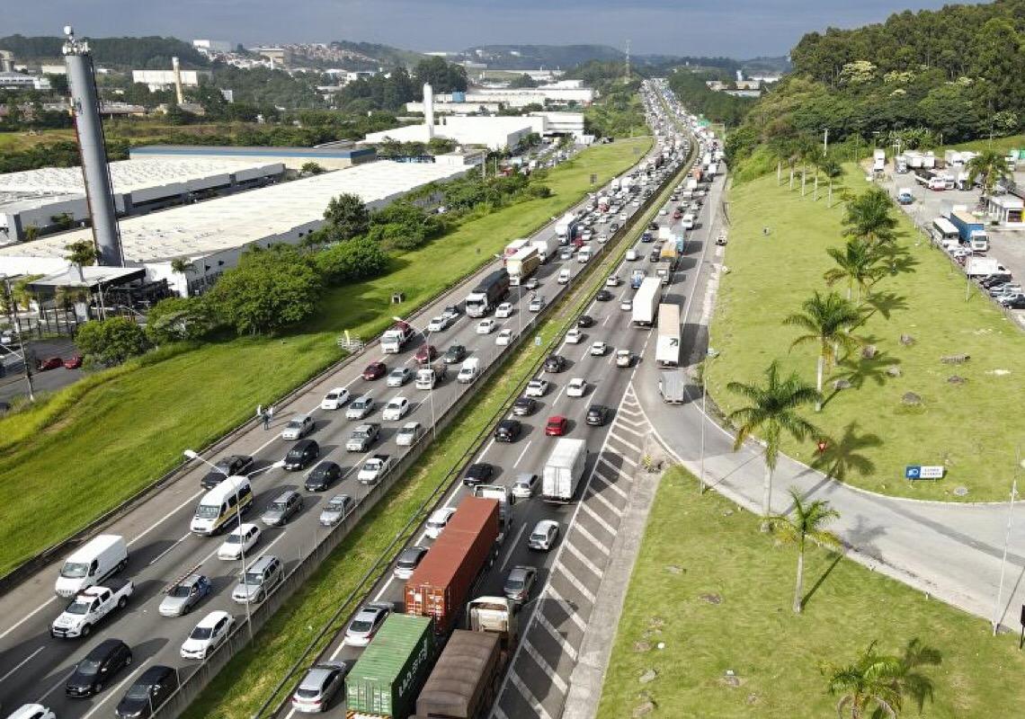 Quais os motivos e como amenizar impactos de possível greve de caminhoneiros no Brasil?