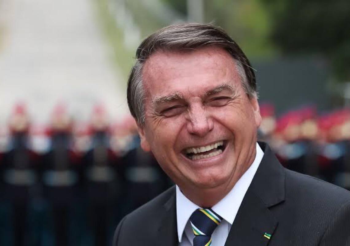 Facebook tira do ar live em que Bolsonaro associou Aids a vacina da Covid-19