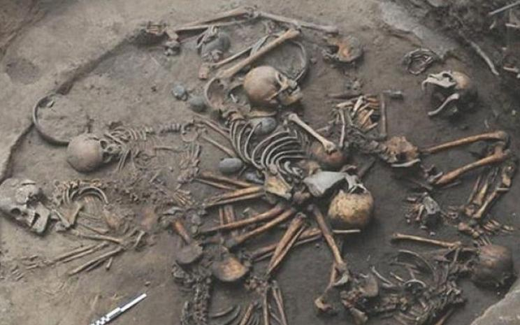 Descoberto no México misterioso círculo de esqueletos interligados