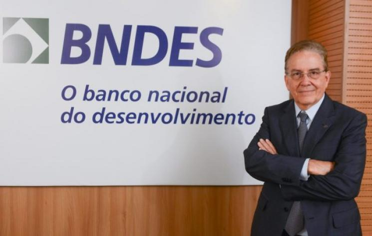 A Polícia Federal vai investigar o suposto envolvimento do presidente do BNDES em fraudes