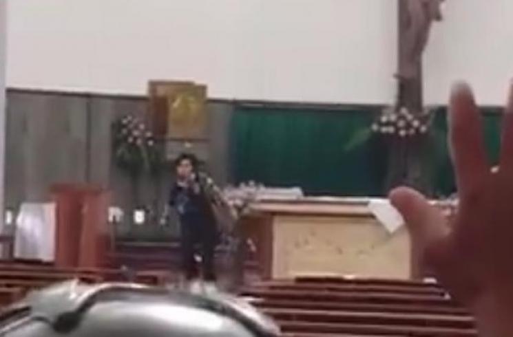 Homem armado com espada fere quatro pessoas em igreja na Indonésia