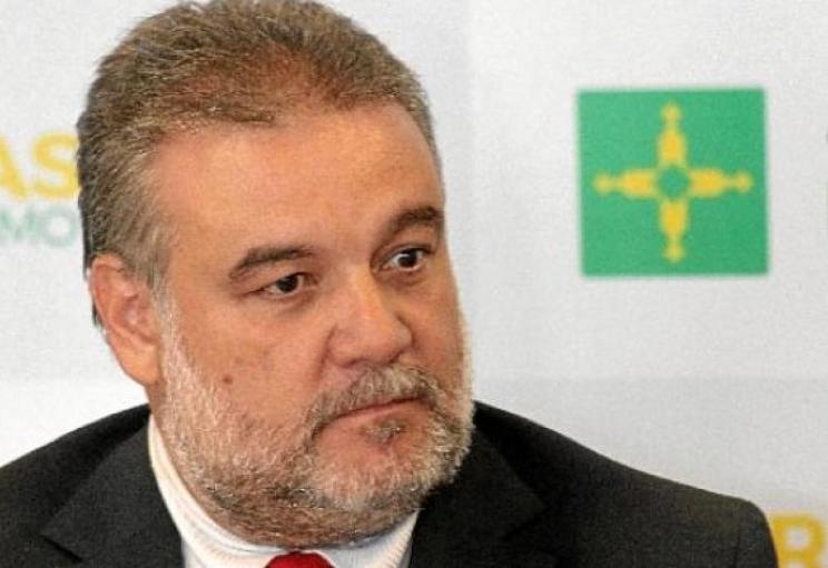 """Chumbo trocado no Facebook. Valdir Oliveira: """"Inconformados pela falta de boquinha"""""""