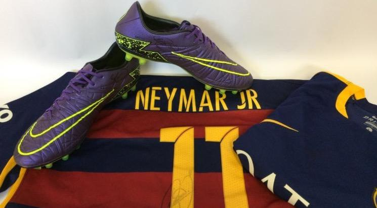 Neymar faz doação para Instituto Faixa Preta de Jesus