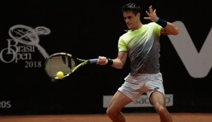 Com direito a pneu, Rogerinho estreia com grande vitória no Brasil Open