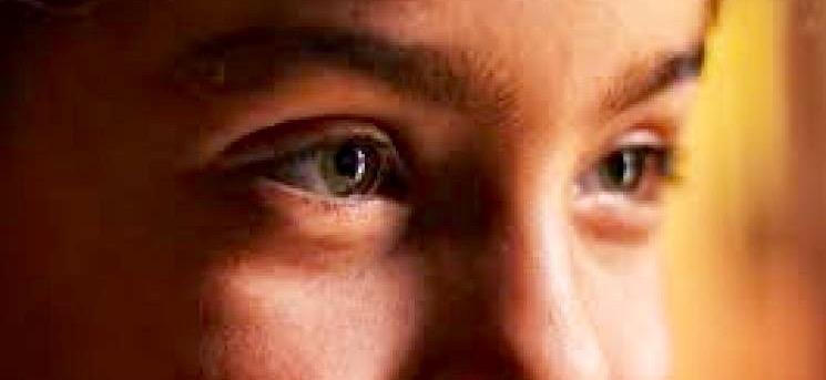Como erguer as sobrancelhas ajudou a evolução humana