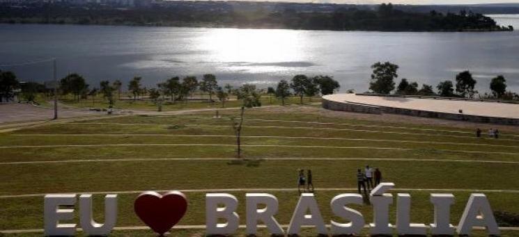 """Exposição """"Cyntia Tomi e Burle Marx"""" em Brasília"""